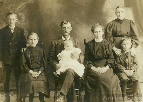 David Ayotte Family, Maine 1910