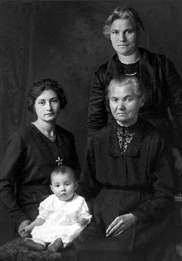 Theresia (Heuring) Dehen & descendants, Minnesota 1920
