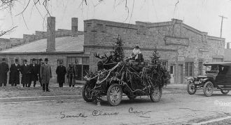 Gilbert photo, Christmas 1913 Iowa
