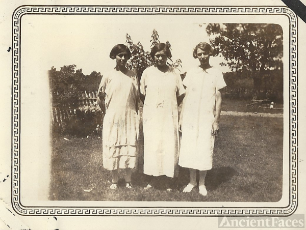 Grace, Betty, and Edith Foster, Missouri