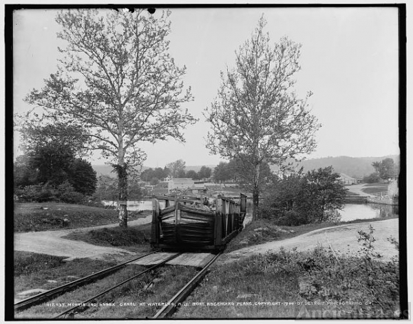 Morris and Essex Canal at Waterloo, N.J., boat ascending...