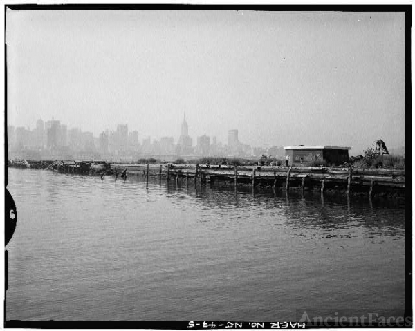 5. VIEW LOOKING SOUTHEAST, NORTH FACE OF PIER - West...