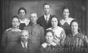 Hubert & Anna Weber Family, 1918