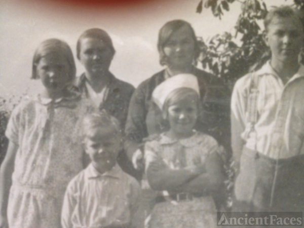 Ragnhild Larsen (Ourom) and family