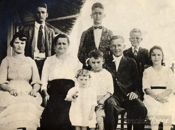 Henri and Avelie Thibodeaux Richard Family Photo 1919