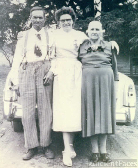 John and Louisa Mitchell with daughter Ina Mae