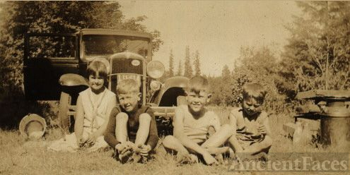 Kids at family picnic 1932