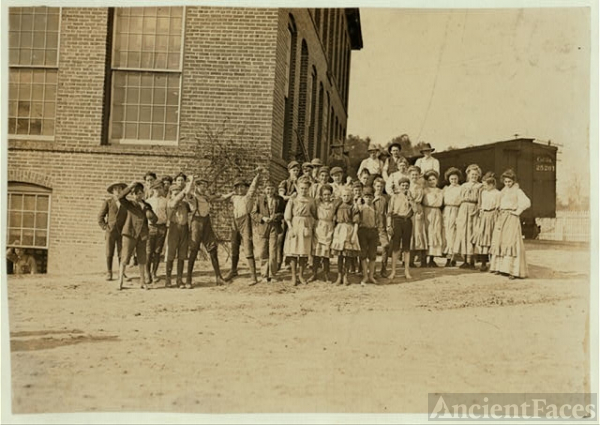 Noon at the Willingham Cotton Mills, Macon, Ga. Owned by...