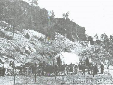 Settlers Wagons at Base of Beulah Hill