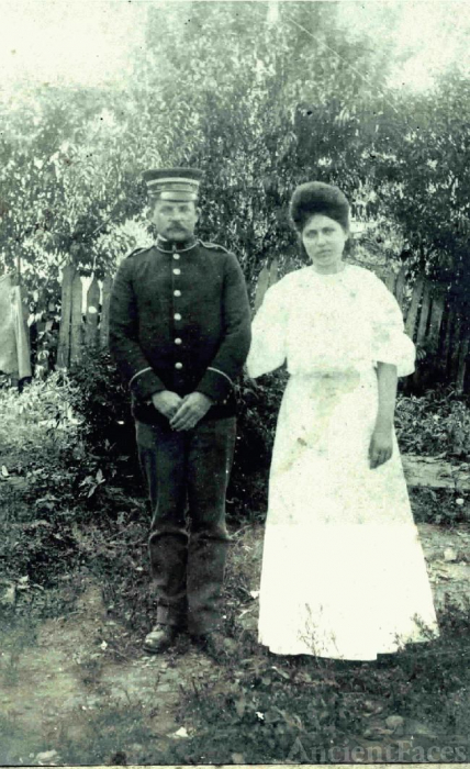 Unknown Soilder and his woman