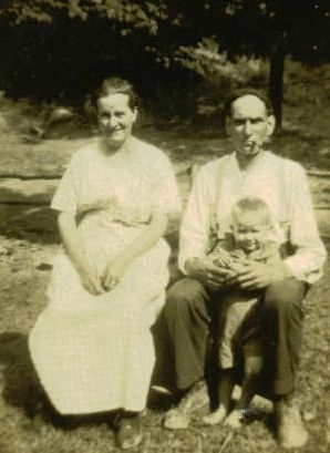 Mary Elizabeth (Davis) & Perry Albert McClurg, 1922 Ohio and grandson Simon Curell Benner
