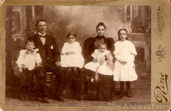 Unknown St Louis Missouri Family, 1800's