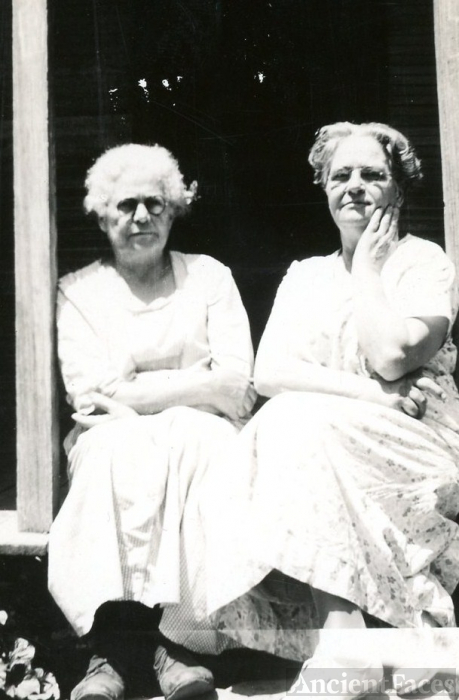 Eugenia Dickson and Laura (Dickson) Ellis