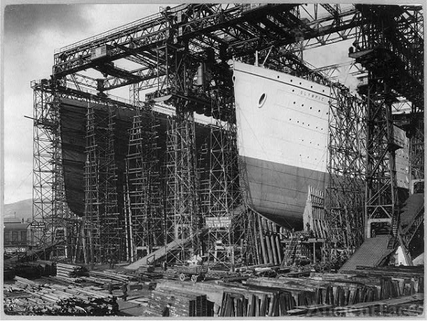 The Olympic & the Titanic being built
