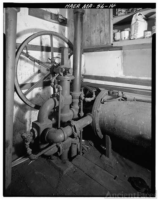 14. VIEW OF OPERATING VALVE TO HYDRAULIC CYLINDER,...