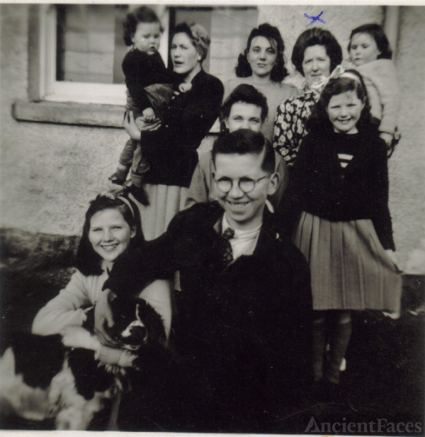 Hugh McDonald's family 1952