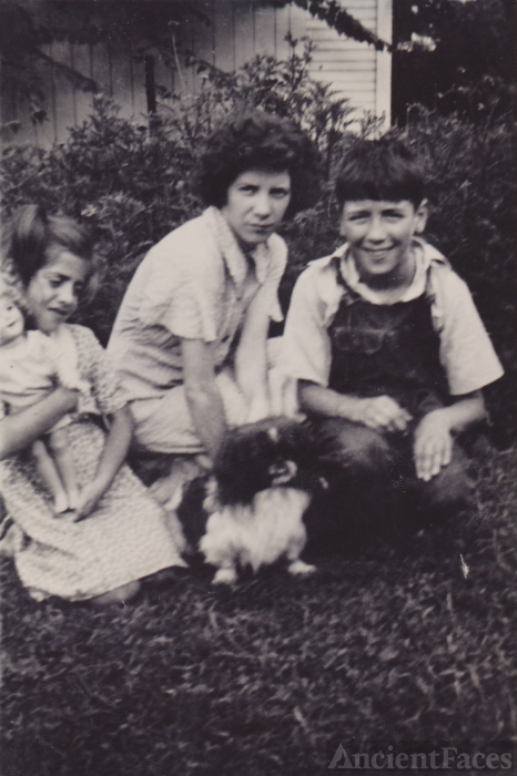 Margaret, Betty, & Edwin Ekleberry