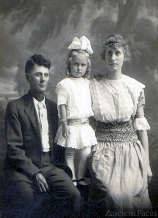 Charlie David Thornton Scott, Pearl Viola Scott , Anna Mary Hawkins Scott