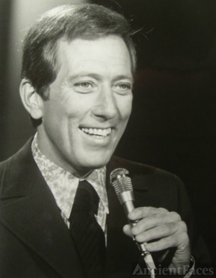 Andy Williams - Moon River dies