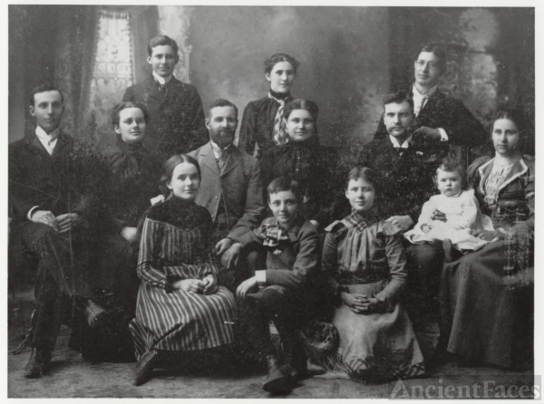 The Family of Hugh Sheeks and His Wife, Rosa (Viviahn) Sheeks