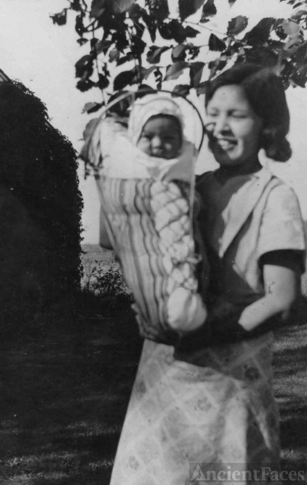 Emma (Andy) & Juanita Mesplie, Toppenish, Washington c1935