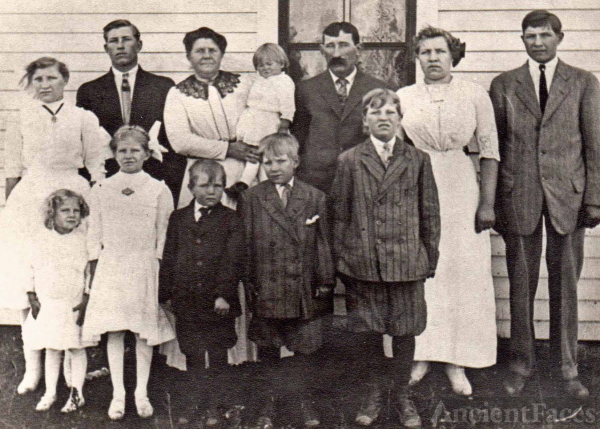 Spiering Family Gathering, 1913