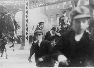 1910, Two policemen arresting a striker