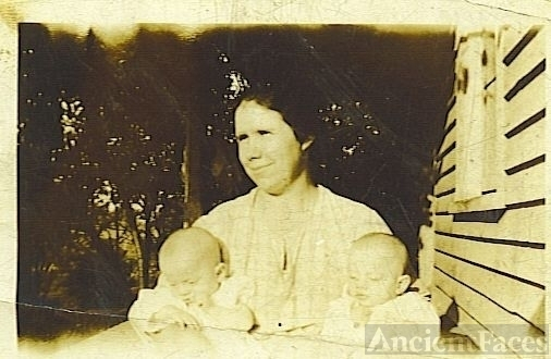 Do you know this lady and her twins?