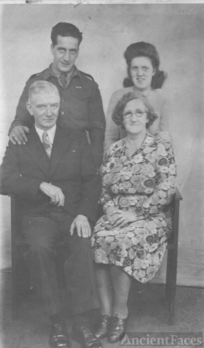 Charles, Ann, William & Mary Helen Weir, 1945