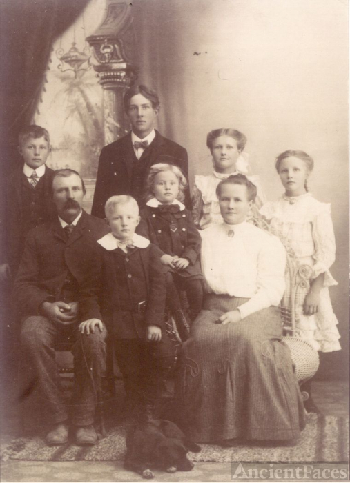 The Lund Family in 1905