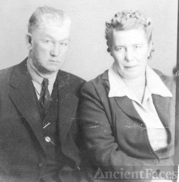 Ella Gibbins and husband Willie Lee PHIPPS