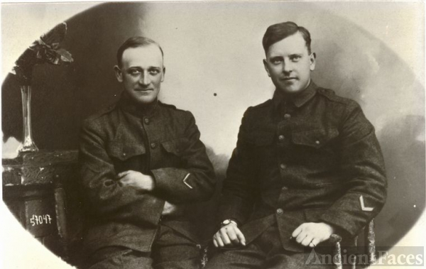 Alvie Cunningham and other soldier World War I