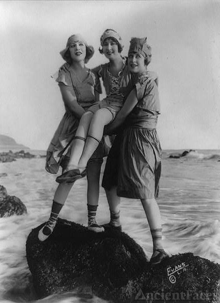 Myrtle Reeves, Lillian Langston, Edith Roberts