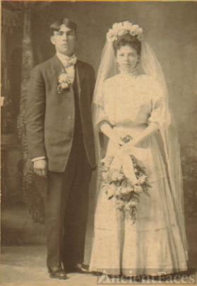 Mr. and Mrs. Robert and Hilda (Heins) Rinehart
