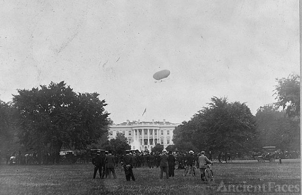 Airship above the White House