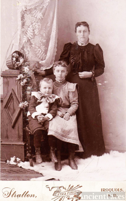 Mary, Julia & Horace Curtis, Iroquois, SD