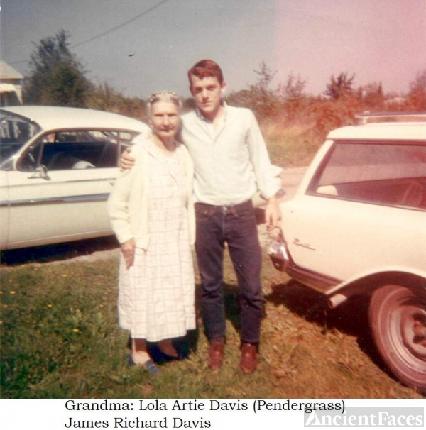 Lola (Pendergrass) Davis & James Davis, Oregon