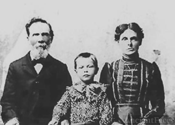 Anne, Edward, & LeeGrande Noble, AZ 1905
