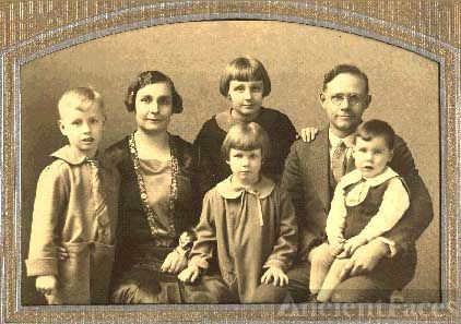 Burton and Alice Howlett Family