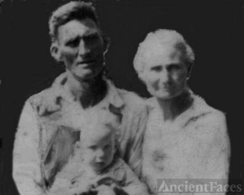 William Berry Willingham ,Minnie Ola and granddaughter Opal Rollins