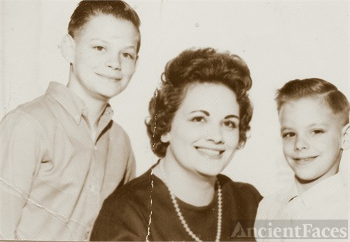 Anita Louise (Stephens) Hunnicutt w sons Jim & Tim