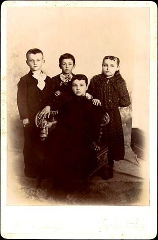 Photo of various Swearingen/Pierson  children