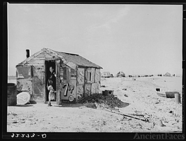 Shack of war veteran with view along Nueces Bay. Corpus...