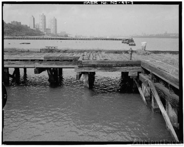 7. VIEW LOOKING NORTHEAST, HYDRANT ON PIER EXTENSION -...