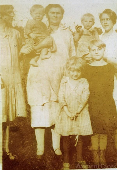 Mattie (Dickerson) Whisman and family
