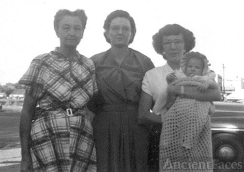 Bertha Smith, Jewel Aguayo, June & Nancy Ramage, 1952