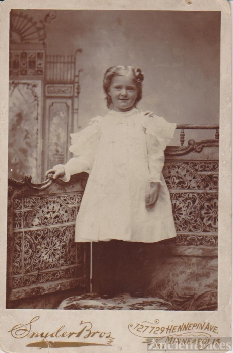 Snyder Bros Photography photo of Unknown Girl