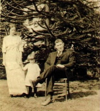 Alfred Henry O'Neil with wife and daughter