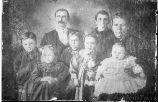 J.W. and Minnie E. Dooly Family