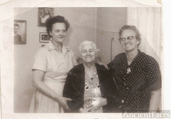 Etta and two daughters